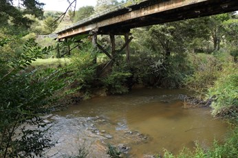 Waiharakeke Stream at Stringers Road Bridge