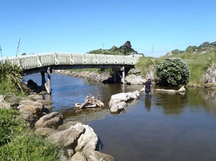 Mowhanau Stream at Footbridge