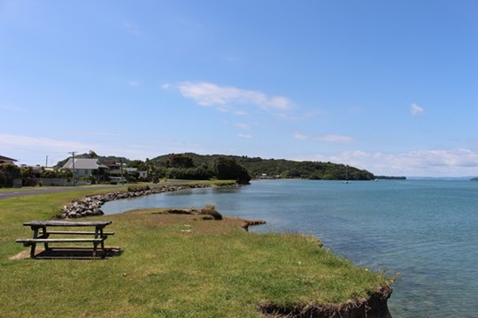 Tauranga Harbour at Bowentown boat ramp (Main photo)
