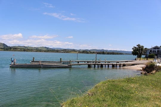 Tauranga Harbour at Bowentown boat ramp